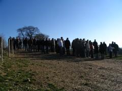 Journée de sensibilisation pour des élèves de lycée agricole sur le terrain, chez un agriculteur ovin ayant planté 6km de haies sur sonexploitation